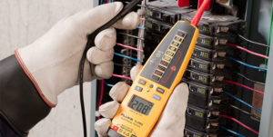 using fluke t pro electrical tester to measure voltage